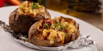 Cartofi la cuptor umplut cu bacon