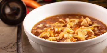 Supă acru-iute cu pui