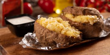 Cartofi la cuptor umplut cu caşcaval